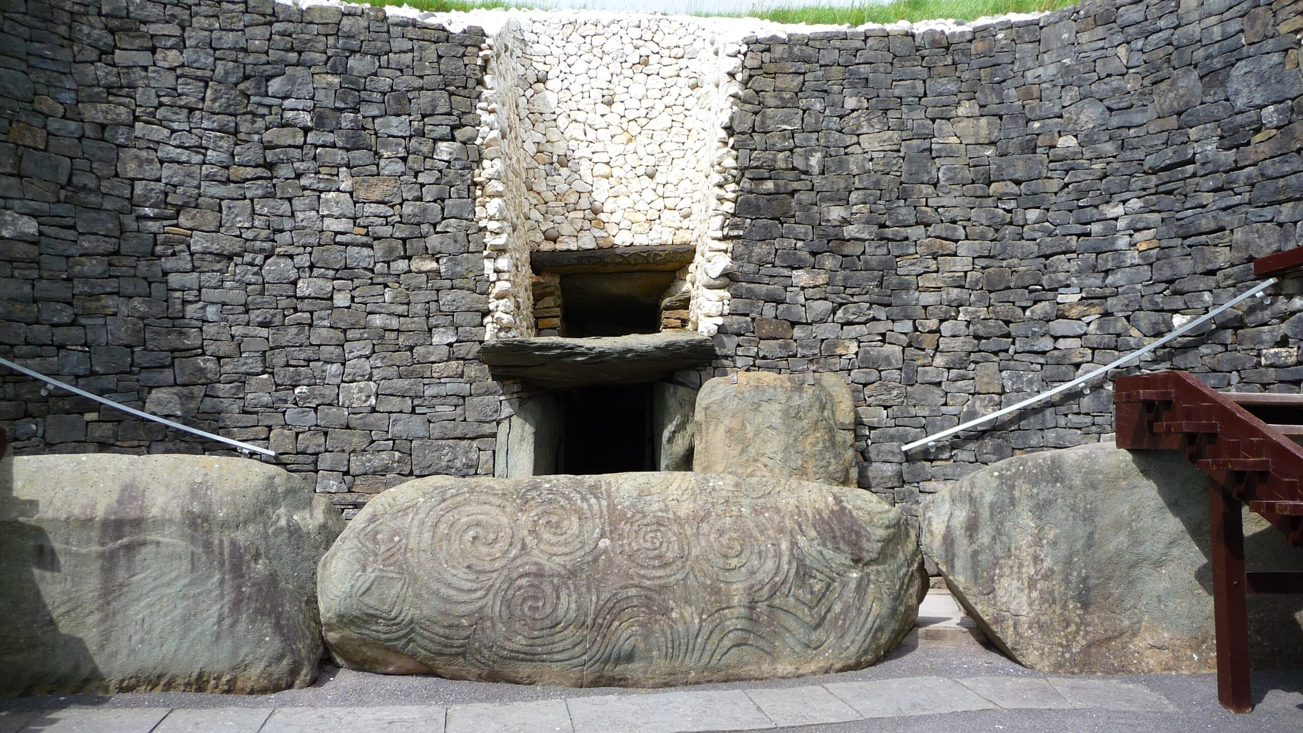 Flickr_-_bastique_-_Newgrange_passageway